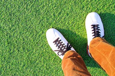 人工芝なので運動靴でOK